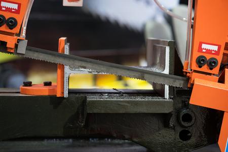 自動送り、自動バンドソー切断工具鋼バー、バー、自動フィード鋼切断機用精密切削建設鋼