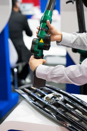 inspectie auto-onderdeelafmetingen door 3D-scan meetmachine Stockfoto