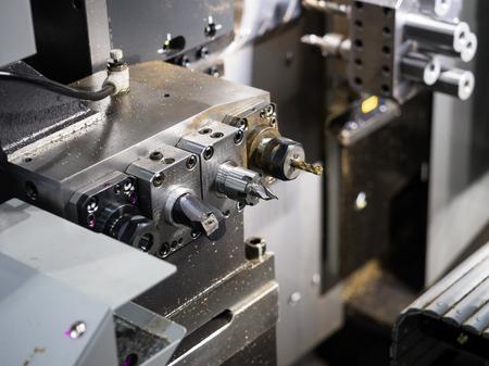 CNC 선반 기계로 자동차 부품 가공 기계 스톡 콘텐츠