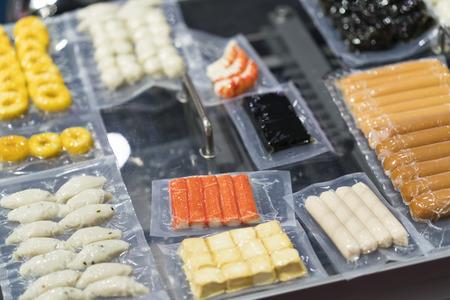 Industria alimentare, processo di produzione e imballaggio Fod, produzione di alimenti ad alta tecnologia con macchina automatica