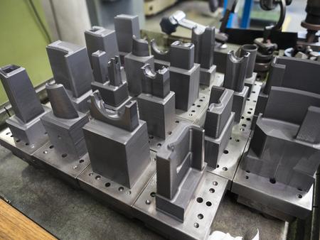 operator prepare graphite EDM electrod of precision mold and die Standard-Bild