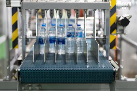 Plastic bottle labeling machine with hig speed operation for drinking water industrial