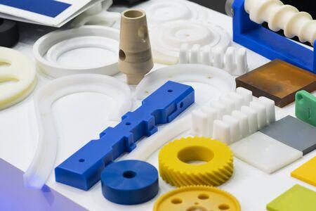 fabrication de pièces automobiles en caoutchouc aluminium et plastique de haute précision par moulage et usinage Banque d'images