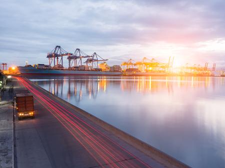 buonanotte: Contenitore per il trasporto su strada per camion carico porto