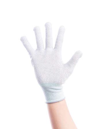 alzando la mano: Mostrar las manos de cinco dedos con guantes de algodón aislado sobre fondo blanco