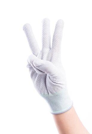 alzando la mano: Mostrar las manos de tres dedos con guantes de algod�n aislado sobre fondo blanco Foto de archivo