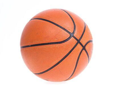 古いバスケット ボール バスケット ボールは、白い背景の上に分離します。