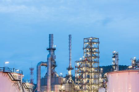 destilacion: Oil refinery and Petroleum industry at night time, sunset, petrochemical industrial Foto de archivo