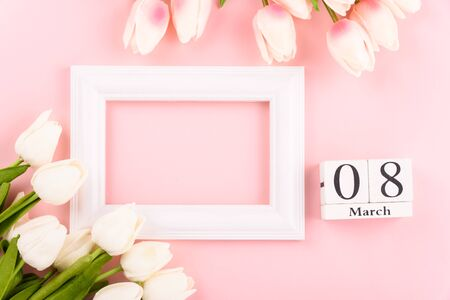 Happy Womens Day, Mothers Day concept. top view flat lay Tulip flower and photo frame on pink background, copy space for your text Banco de Imagens