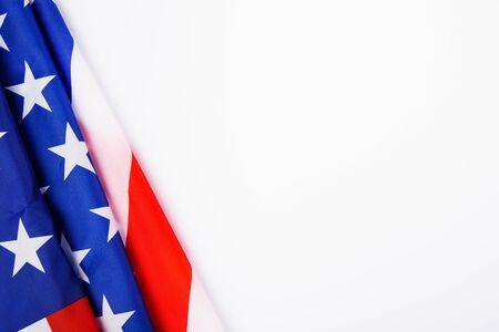 President's Day Concept, vista dall'alto piatta, bandiera dell'America su sfondo bianco con spazio di copia per il tuo testo