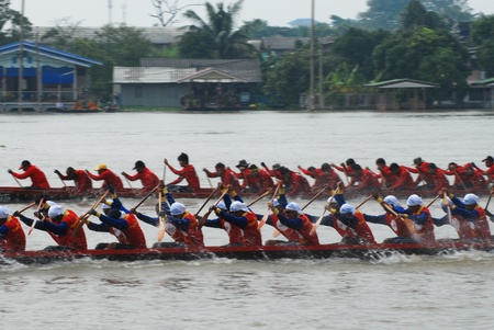 Nonthaburi,Thailand - November 6, 2010 : Long Boat Racing for the King?s Cup, with a crew of 30 paddlers on each boat. Stock Photo - 15438730