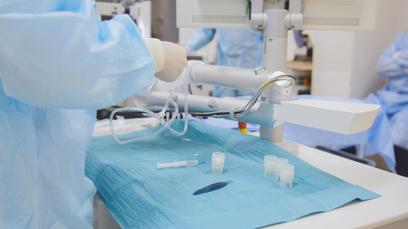 Surgeons and assistants prepare for surgery in an operating room - ophthalmology Banque d'images