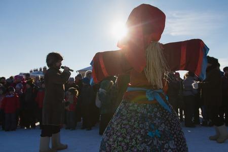 Kazan, Russia - 28 february 2017 - Sviyazhsk Island : Russian ethnic carnival Maslenitsa - A crowd of people gathered around a stuffed winter Editöryel