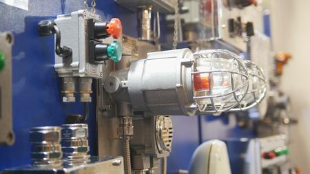 ガス漏れ検出器のコントロール パネルと火災警報照明 写真素材
