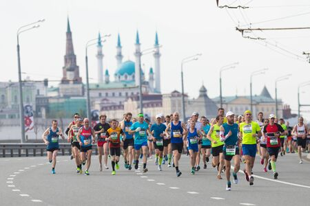 05-05-2019 RUSSIA, KAZAN: Running marathon in the city in daylight 新闻类图片
