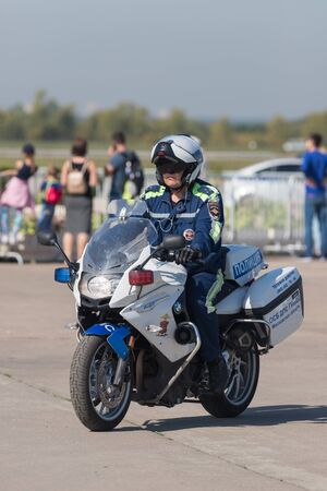 29 AUGUST 2019 MOSCOW, RUSSIA: police man on the bike 에디토리얼