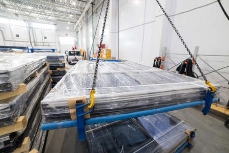 Shipping the plastic windows packed in polyethylene Banque d'images
