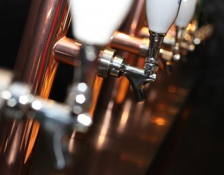 맥주 탭 배열 호박색