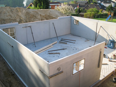 prefabricated: Construction of a cellar with prefabricated concrete