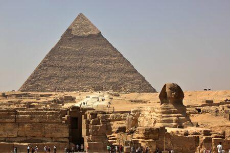 sfinx: De Grote Sfinx van Gizeh, met de Piramide van Khafra op de achtergrond