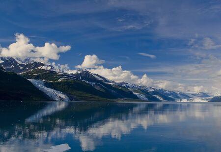 College Fjord ist ein Fjord im nördlichen Sektor des Prince William Sound im US-Bundesstaat Alaska. Der Fjord enthält fünf Gezeitengletscher (Gletscher, die in Wasser zu kündigen), fünf große Gletscher-Tal, und Dutzende von kleineren Gletscher, die meisten na Standard-Bild - 9741841