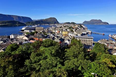 Blick auf die Innenstadt Alesund, Norwegen Standard-Bild - 10396353