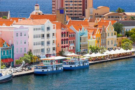 Schöne Innenstadt von Willemstad, Curacao Standard-Bild - 23851638