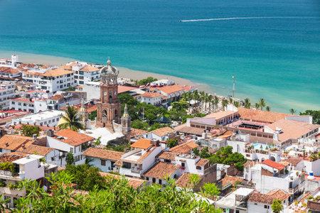 Panorama-Blick von der Innenstadt von Puerto Vallarta Standard-Bild - 23851650