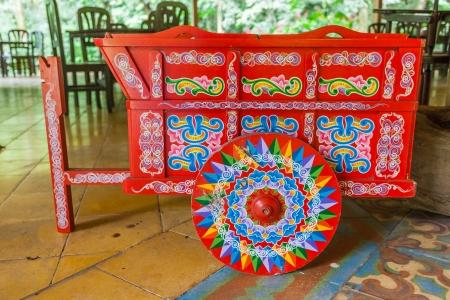 伝統的な内装で、コスタリカの牛車