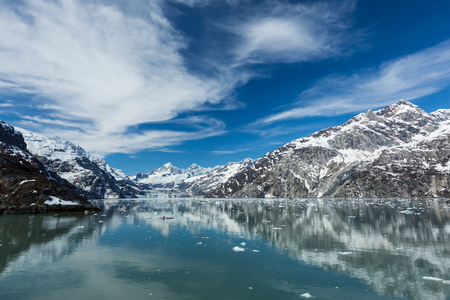 Panoramablick von der Johns Hopkins Inlet in Glacier Bay National Park Standard-Bild - 23862358