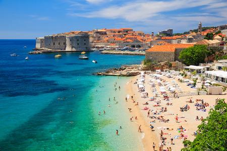 Altstadt Festung & Strand, Dubrovnik Kroatien Standard-Bild - 32213140