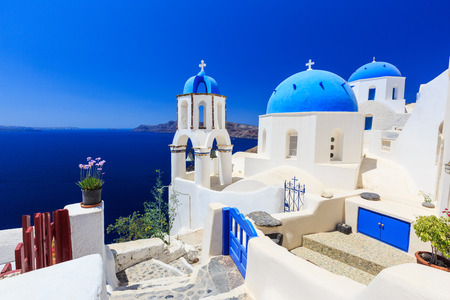 Blue roof churches in Oia village, Santorini Greece 版權商用圖片