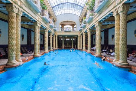 Budapest, Ungarn, - September. 5.. 2014: Gellért Bad, traditionellen ungarischen Thermalkomplex mit Wellnessanwendungen. Das Badehaus verfügt über schöne Jugendstil-Architektur aus dem Jahr 1918