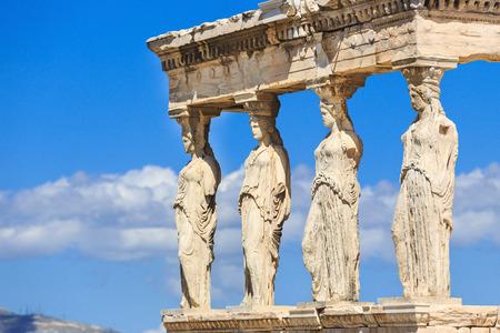grecia antigua: Detalle del p�rtico sur del Erecteion con las cari�tides. Atenas, Grecia