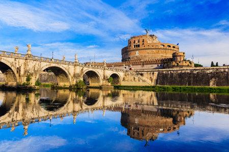 roma antigua: Puente, Castillo de Sant Angelo y el río Tíber. Roma, Italia Editorial
