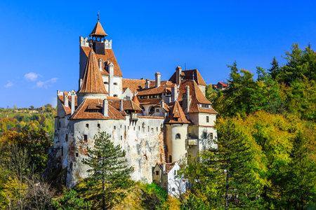 Brasov, Transylvanie. Roumanie. Le château médiéval de Bran, connu pour le mythe de Dracula. Banque d'images - 50288223