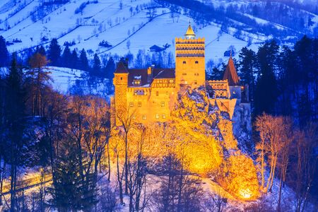 castello medievale: Brasov, Transylvania. Romania. The medieval Castle of Bran, known for the myth of Dracula.