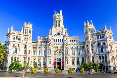 borne fontaine: Madrid, Spain. Communications Palace (City Hall) from Plaza de Cibeles. Banque d'images