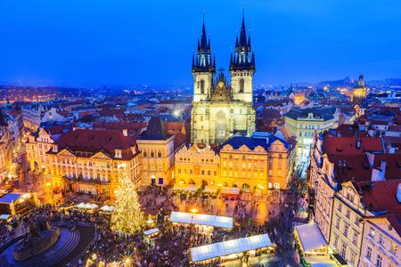 프라하, 체코 Repubilc. 오래 된시 광장에서 크리스마스 시장입니다. 스톡 콘텐츠