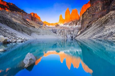 Nationaal park Torres Del Paine, Chili. Zonsopgang bij de uitkijkpunt Torres.