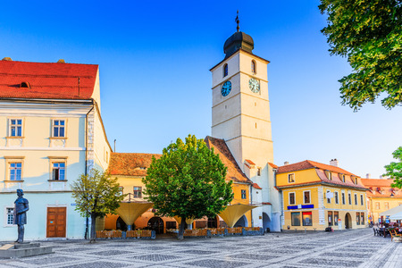 Sibiu, Roemenië. Raadstoren in het Grote Vierkant, Transsylvanië. Stockfoto