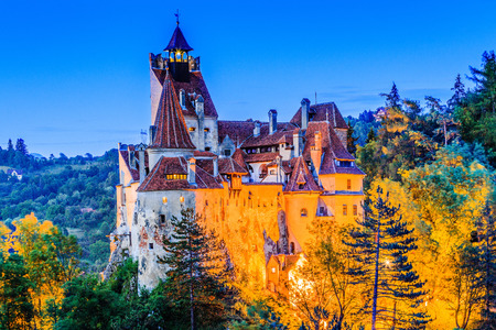 Brasov, Transylvania. Romania. The medieval Castle of Bran, known for the myth of Dracula. Stok Fotoğraf - 90253038