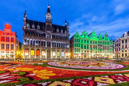 Brüssel, Belgien. Grand Place während des Blumenteppich-Festivals 2018. Das diesjährige Thema war Mexiko.