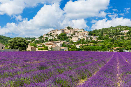 Simiane la Rotonde, France. Hilltop village in Provence with lavender fields. Imagens