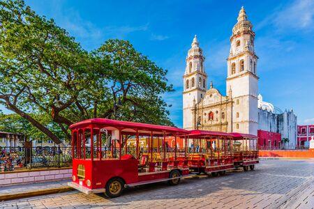 Campeche, Messico. Piazza dell'Indipendenza nel centro storico di San Francisco de Campeche.
