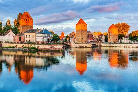 Strasbourg, Alsace, France. Medieval bridge Ponts Couverts. 報道画像