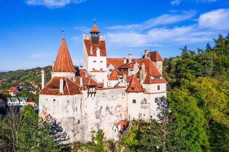 Brasov, Transylwania. Rumunia. Średniowieczny zamek Bran, znany z mitu o Drakuli.