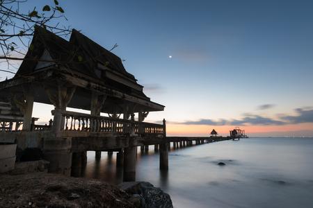 Wooden bridge connect temple alone sunset time Standard-Bild - 123068293