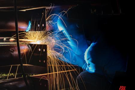 Soudage ou fabrication d'acier dans le domaine de la construction. Banque d'images