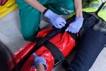 First aid for injuries in work accidents. Use emergency vacuum splint for support to loss of feeling or loss of normal movement and Loss of function in limbs, First aid training to transfer patient